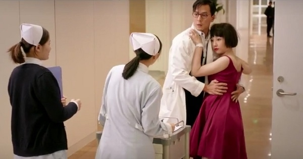 nurses-catch-the-two-main-leads-in-an-awkward-situation