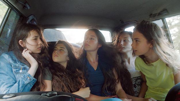 Mustang girls in car